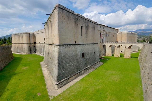 EL SISTEMA DE FORTIFICACIÓN ABALUARTADA 1187681876_l-aquila-castello-spagnolo